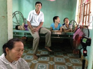 Le Thanh duc and his family1000