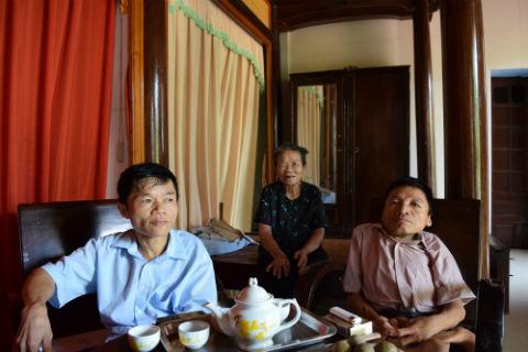Phan Van Danh, their mother, Phan Thi  … & Phan Thi Bi (not pictured here)