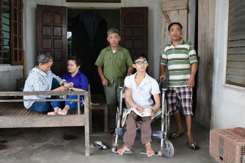 From left to right: Mrs. Do, Luyen, Mr. Xoan, Toan & Trung