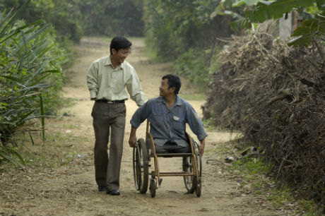 Mr. Nguyen Van Luu & a beneficiary. PC: AEPD staff