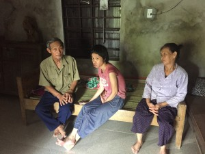 From left to right: Phan That, his daughter Phan Thi Linh, and his wife Hoang Thi Que.