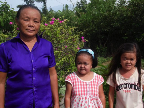 Nguyen Thi Chuong with her two daughters: Huyen Thi Chuong and Bong Thi Chuong