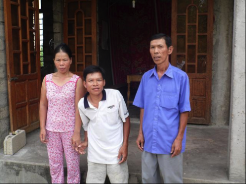 Tra Thanh with his wife and an AEPD Outreach Worker